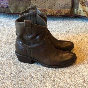 Frye Brown Leather Carson Shortie Short Boots sz 6